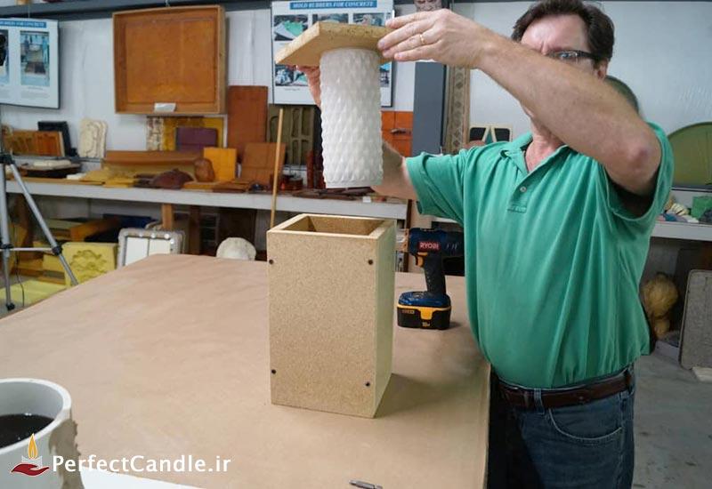 درزگیری کامل و قرار دادن قالب شیشه ای در قالب چوبی
