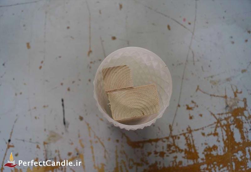 پر کردن قالب شیشه ای با چوب