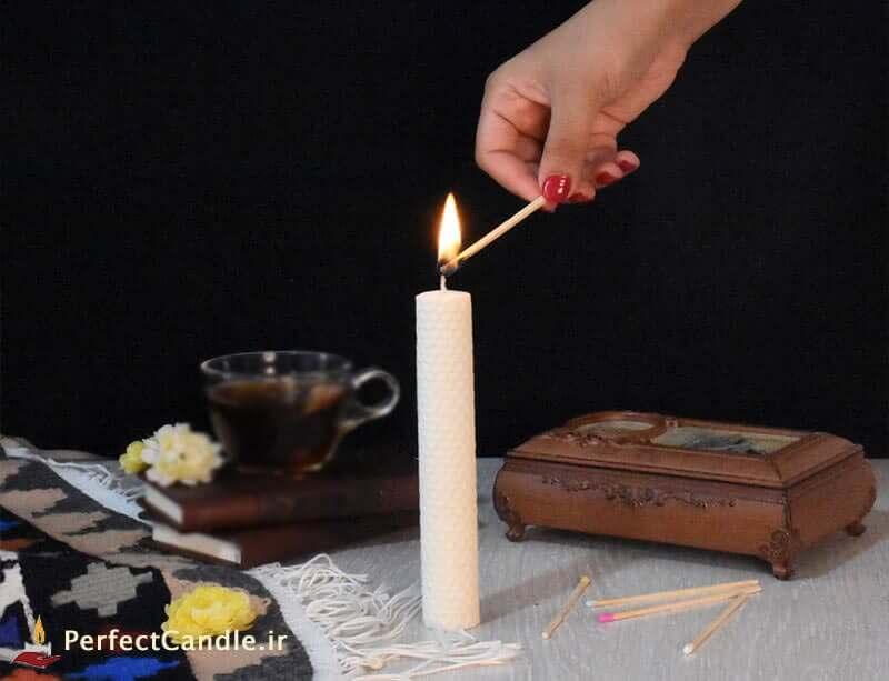 شمع موم عسلی رنگ سفید